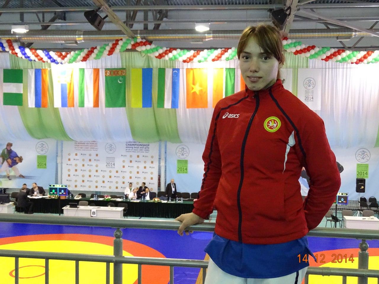 Латыпова Диляра, чемпионка мира по борьбе на поясах
